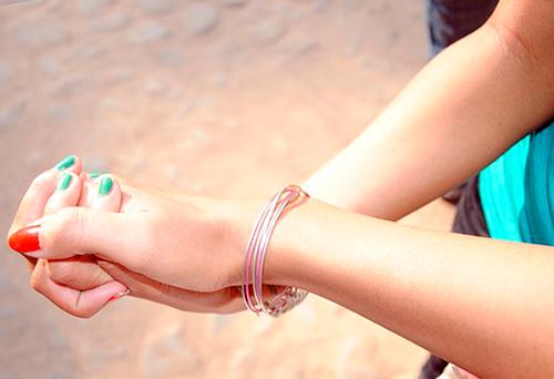 Как осветлить волос на руках