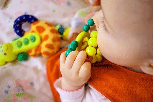 игрушки для новорожденных